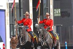 Équitation de RCMP dans le défilé de jour du ` s de St Patrick, Ottawa, Canada Photographie stock libre de droits