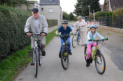 Équitation de vélo photographie stock libre de droits