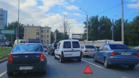Équitation du trafic à la ville banque de vidéos