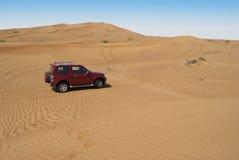 Équitation dunaire dans le désert Arabe Photos stock