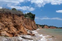 Érosion côtière de bord de la mer photos stock