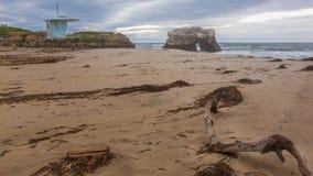 Érosion côtière, mer et sable images libres de droits