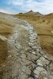 Érosion d'une montagne dépouillée de la végétation photos stock
