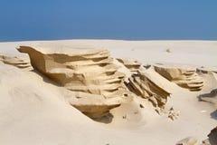 Érosion de vent dans le sable d'une plage image libre de droits