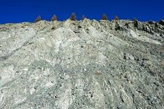 Érosion du sol d'une pente de montagne images stock