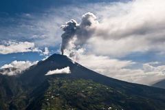 Éruption d'un volcan Images libres de droits