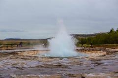 Éruption de geyser de Strokkur, Islande Photo stock