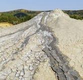 Éruption sèche de l'argile des volcans de boue Photographie stock libre de droits