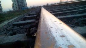 Ésta es línea ferroviaria india tomada por smartphone Foto de archivo libre de regalías
