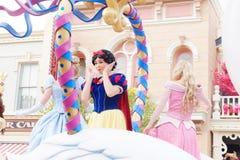 Ésta es princesa Snow White En la demostración, desfilan las princesas Walt Disney en Hong Kong Disneyland fotos de archivo libres de regalías