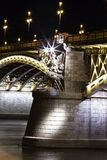 Éste es puente de Margarit a partir de la noche de Budapest en el lado del río foto de archivo libre de regalías