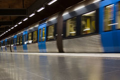 ÉSTOCOLMO 25 DE JULHO: Estação de metro em Éstocolmo Imagem de Stock Royalty Free