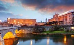Éstocolmo - palácio real e Riksdag, Suécia Fotos de Stock