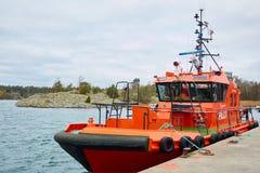 Éstocolmo, Suécia - 3 de novembro de 2018: Segurança, salvamento e bote de salvamento litorais foto de stock