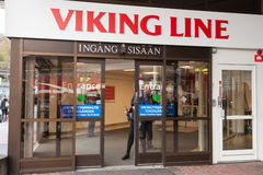 ÉSTOCOLMO, SUÉCIA - 25 DE OUTUBRO: facilidade do terminal da empresa de balsa Viking Line em Éstocolmo, Suécia, o 25 de outubro d Imagens de Stock Royalty Free