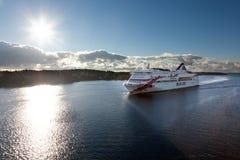 ÉSTOCOLMO, SUÉCIA 28 DE SETEMBRO: Flutuador da balsa de Silja Line em fiordes fotos de stock