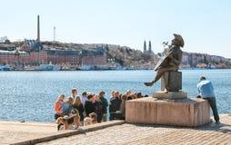 Éstocolmo sweden Os povos próximo reviram o monumento de Taube Imagem de Stock