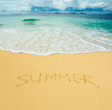 Été écrit dans une plage sablonneuse Photographie stock