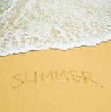 Été écrit dans une plage tropicale arénacée Image libre de droits
