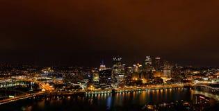 Été égalisant le panorama de Pittsburgh du centre, Pennsylvanie photo stock