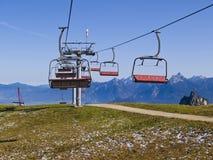 été alpestre de ski de ressource de télésièges Photo stock