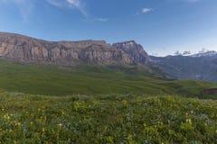 Été au pied de la montagne de Shahdag Photos stock