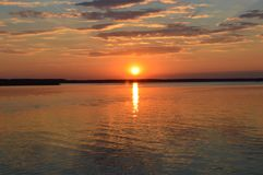 Été, coucher du soleil, le soleil, ciel, l'eau, lac, nature Photo libre de droits