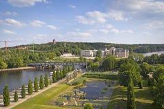 Été dans la ville de Potsdam à la rive photos stock