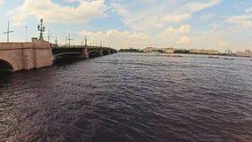 Été de canaux de Timelapse Russie St Petersburg et de bateaux de rivière banque de vidéos