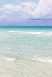 été de montagnes d'horizon de littoral de plage Images stock