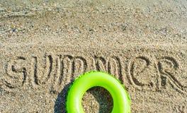 Été de Word écrit sur la plage Photos stock