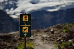 Été en parc national, montagnes des Rocheuses Photos stock