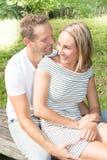 Été extérieur heureux de couples, d'homme et de femme Images stock