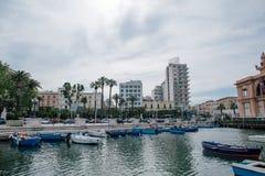 Été Italie de mer de Bari Apulia de bateaux photo libre de droits
