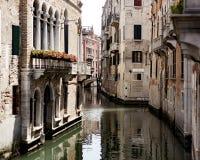 Été visitant le pays, canaux de Venise, Venise, Italie Photos libres de droits