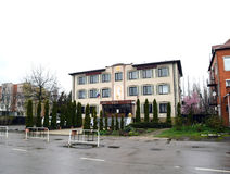 Établir le tribunal d'arrondissement de Krasnoarmeyskiy L'aspect du bâtiment et des abords Photo stock