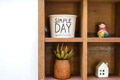 Étagère décorative en bois illustration stock