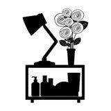 étagère décorative monochrome avec le vase et la lampe Images libres de droits