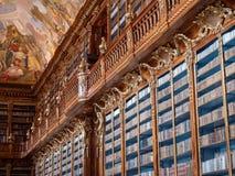 Étagère dans la bibliothèque de monastère de Strahov - Hall philosophique images libres de droits