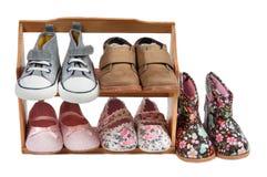 Étagère des chaussures d'enfants pour toutes les occasions d'isolement Image libre de droits