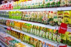 Étagères de supermarché avec la mayonnaise Photos libres de droits