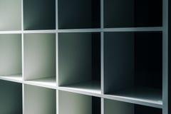 Étagères vides de bureau ou de bibliothèque de bibliothèque Photographie stock libre de droits