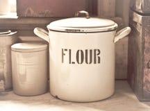 Étain de farine Photo stock