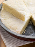 Étain de traitement au four avec le sablé écossais Image stock