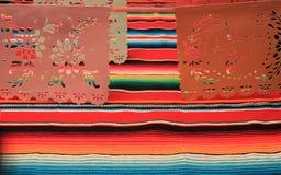 Étamine de décoration du cinco De Mayo de fiesta de fond de crâne de sombrero de poncho du Mexique Photographie stock libre de droits