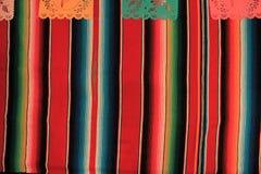 Étamine de décoration du cinco De Mayo de fiesta de fond de crâne de sombrero de poncho du Mexique Photos libres de droits