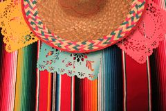 Étamine de décoration du cinco De Mayo de fiesta de fond de crâne de sombrero de poncho du Mexique Images libres de droits