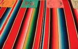 Étamine de décoration du cinco De Mayo de fiesta de fond de crâne de sombrero de poncho du Mexique Image stock