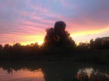 Étang de coucher du soleil photographie stock