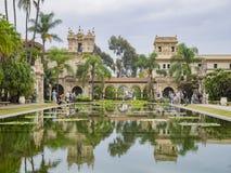 Étang de lis en beau et historique parc de Balboa photographie stock